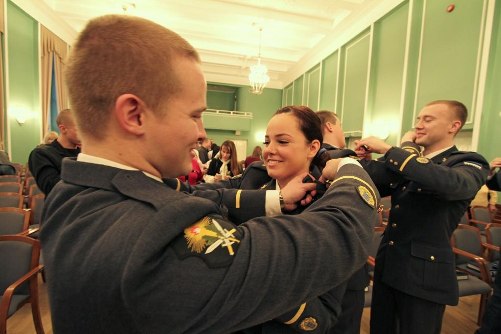 Pildil kadettide traditsiooniline auastmetunnuste vahetamise tseremoonia