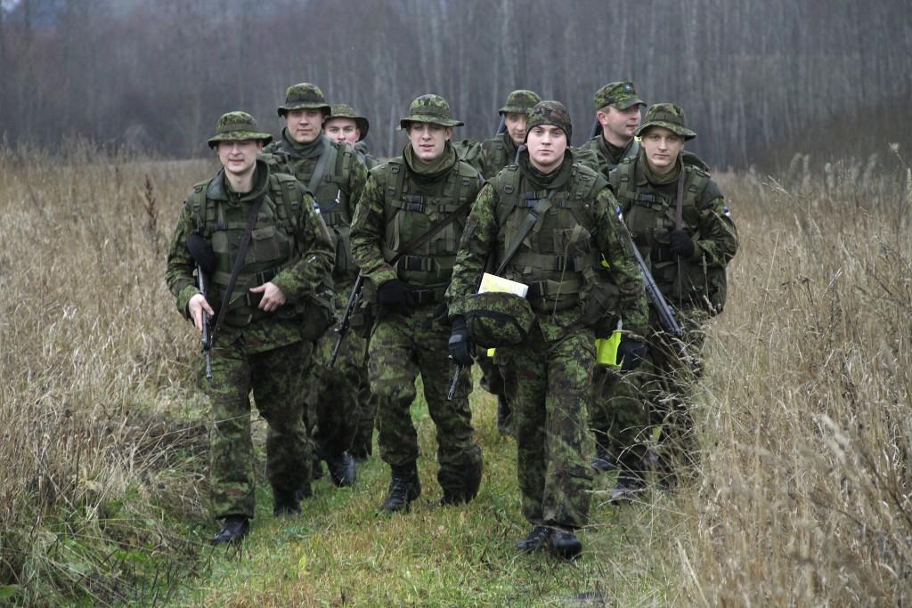Kadetid läbisid Kõrgema Sõjakooli rännaku keerulistes ilmaoludes.