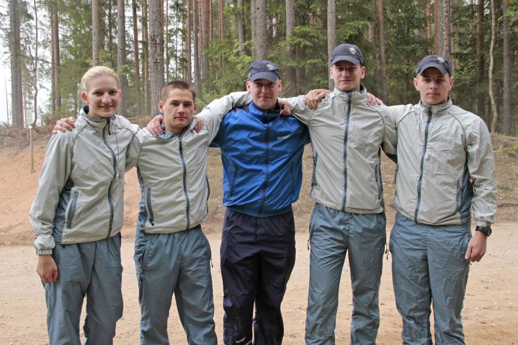 Pildil Kõrgema Sõjakooli 16. põhikrsuse kadetid, kes võitsid orienteerumise KVÜÕA sisearvestuses.