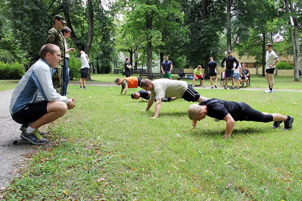 Üldfüüsiline test koosneb kolmest harjutusest: käte kõverdamine, istesse tõus ja 3200 meetri jooksust.