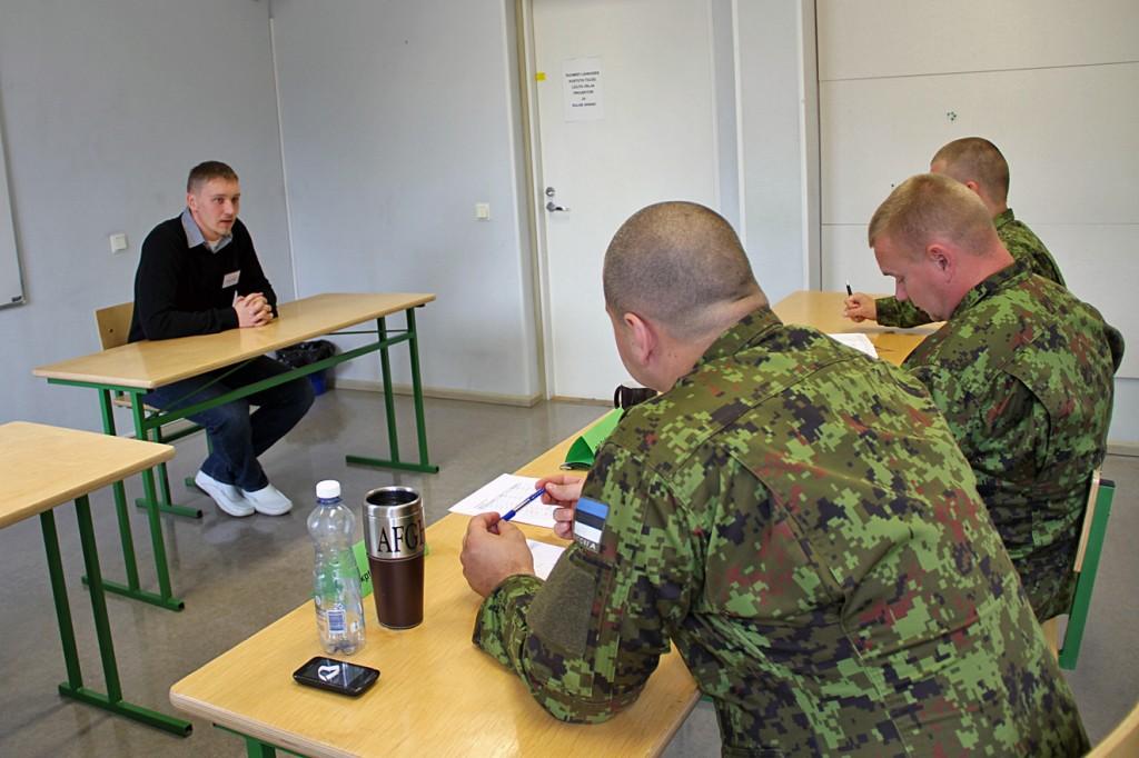 Hetk eelmise aasta kutsesobivusvestlusest, kus kandidaat tutvustab oma motivatsiooni Kõrgemas Sõjakoolis õppimiseks.