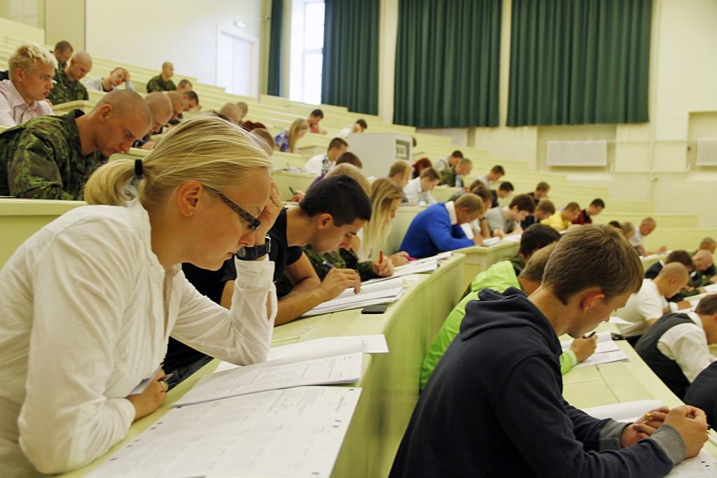 Pilt eelmise aasta sisseastumiskatsete akadeemilise testi sooritamisest.
