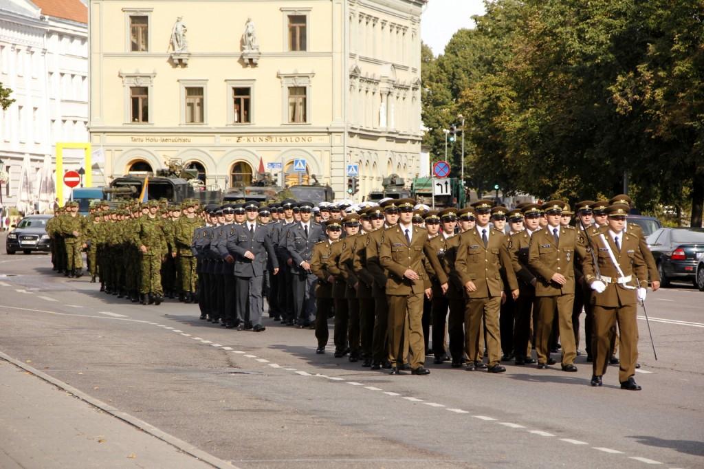 Kõrgema Sõjakooli kadetid eelmise õppeaasta alguse jalutuskäigul.