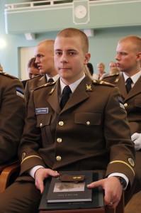 Kursuse parimaks lõpetajaks tunnistati nooremleitnant Alari Tihkan. Foto: kapten Kristjan Kostabi