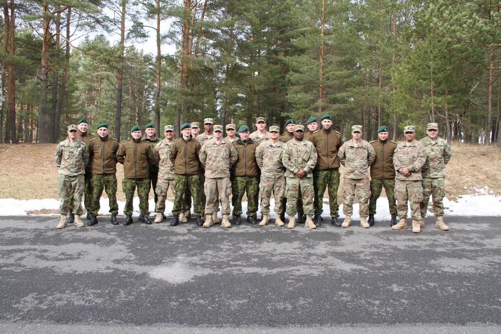 USA allohvitserid tutvuvad Eesti kolleegide väljaõppega