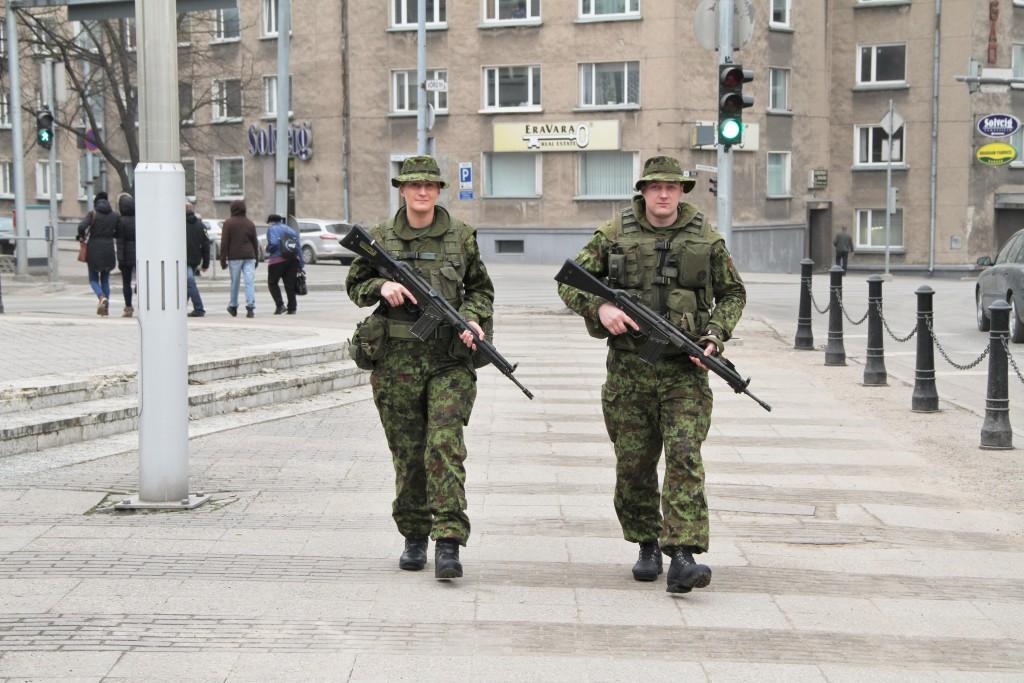Kõrgema Sõjakooli patrullvõistlusel osalejad kannavad pildil näidatud varustust. Foto: Ave Eerma