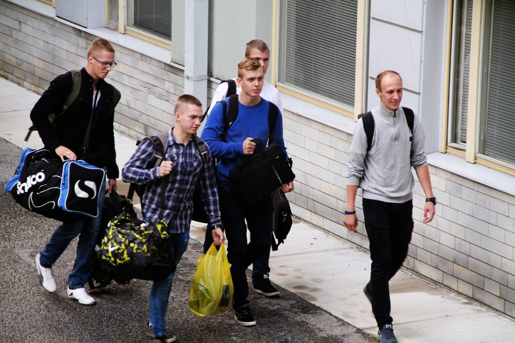 Uued kadetid Sõjakooli saabumas. Foto: Annett Kreitsman